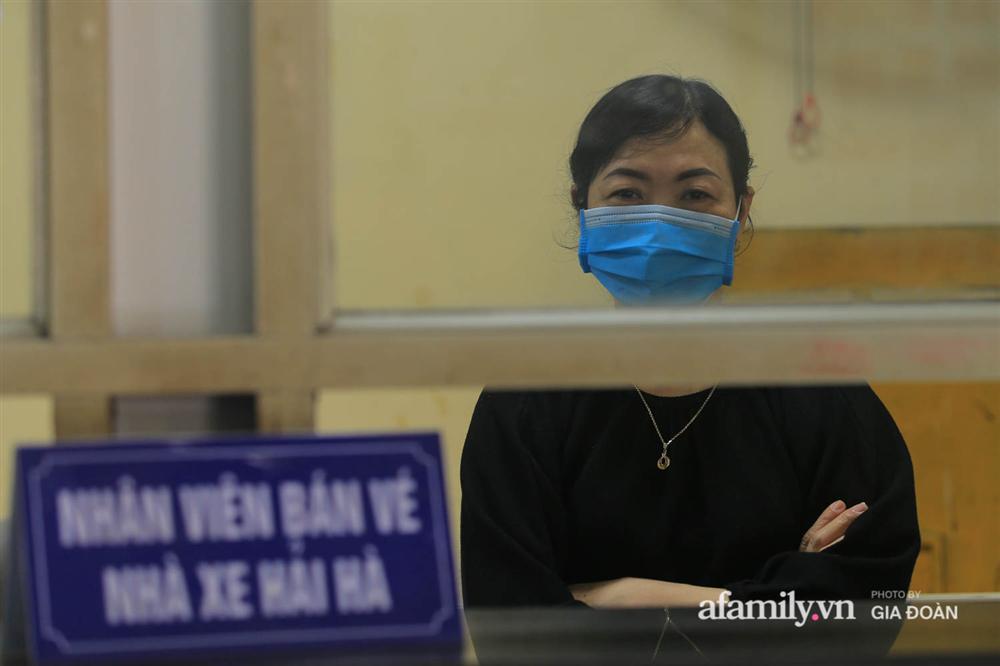 Cảnh tượng hiếm gặp ở Hà Nội: Bến xe vắng tanh ngày cuối năm, nhà xe ngán ngẩm chuyến đông nhất chỉ được 12 khách-13