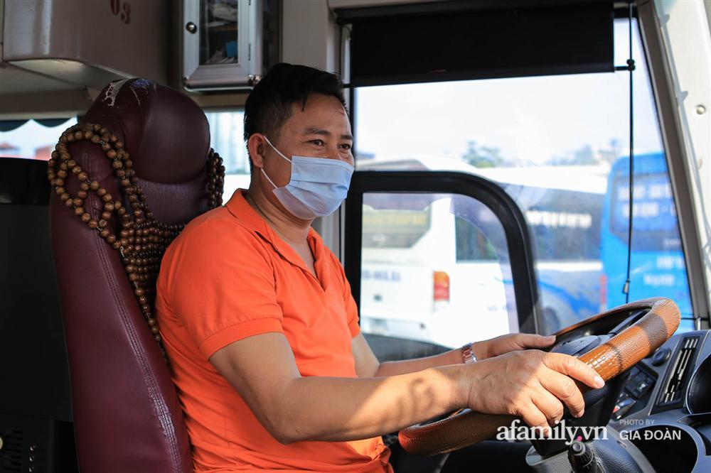 Cảnh tượng hiếm gặp ở Hà Nội: Bến xe vắng tanh ngày cuối năm, nhà xe ngán ngẩm chuyến đông nhất chỉ được 12 khách-3