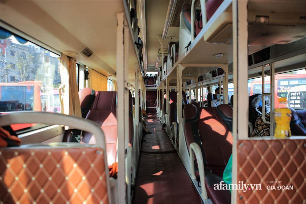 Cảnh tượng hiếm gặp ở Hà Nội: Bến xe vắng tanh ngày cuối năm, nhà xe ngán ngẩm chuyến đông nhất chỉ được 12 khách-4
