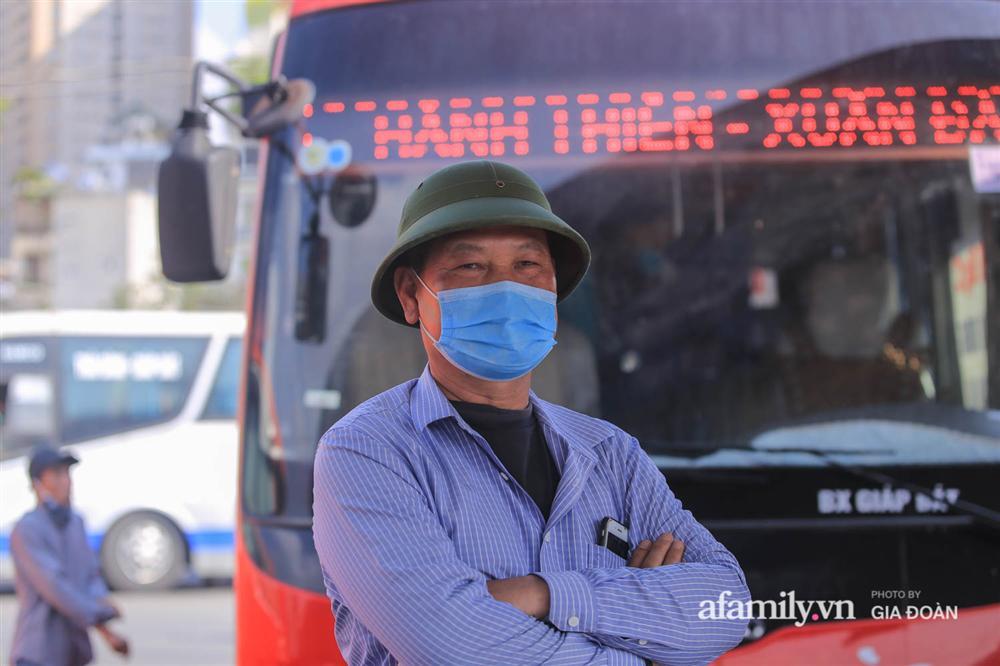 Cảnh tượng hiếm gặp ở Hà Nội: Bến xe vắng tanh ngày cuối năm, nhà xe ngán ngẩm chuyến đông nhất chỉ được 12 khách-5