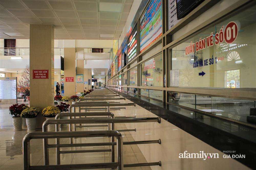 Cảnh tượng hiếm gặp ở Hà Nội: Bến xe vắng tanh ngày cuối năm, nhà xe ngán ngẩm chuyến đông nhất chỉ được 12 khách-7