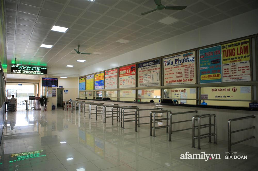 Cảnh tượng hiếm gặp ở Hà Nội: Bến xe vắng tanh ngày cuối năm, nhà xe ngán ngẩm chuyến đông nhất chỉ được 12 khách-8