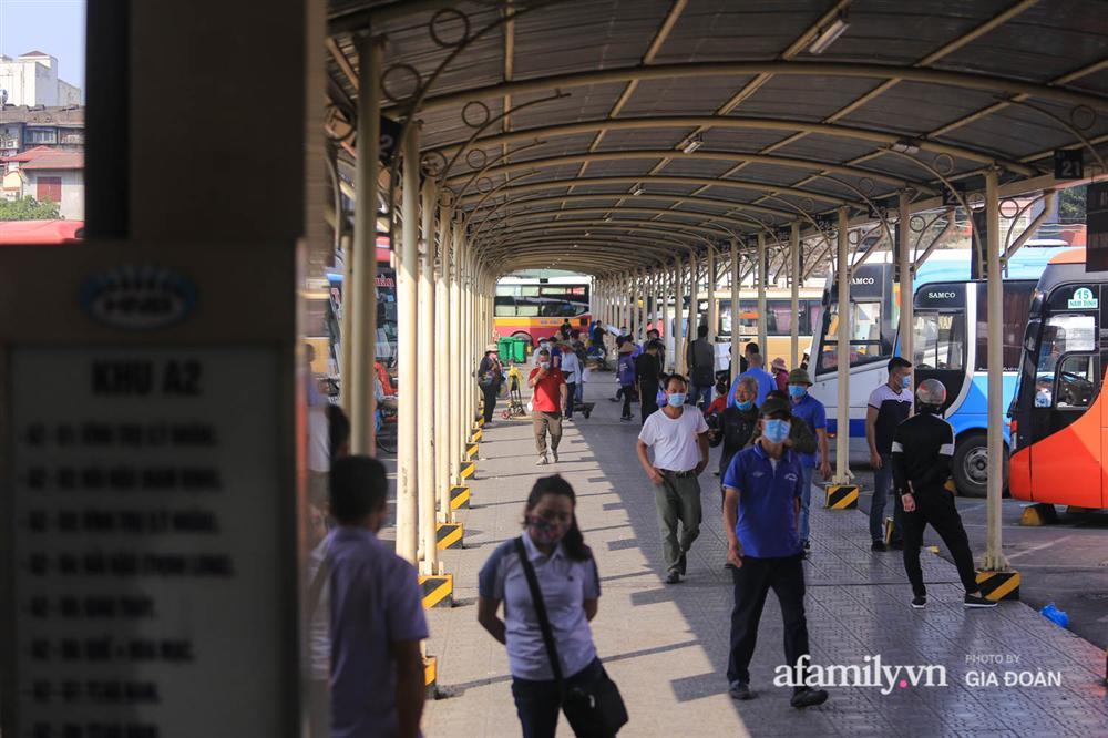 Cảnh tượng hiếm gặp ở Hà Nội: Bến xe vắng tanh ngày cuối năm, nhà xe ngán ngẩm chuyến đông nhất chỉ được 12 khách-9