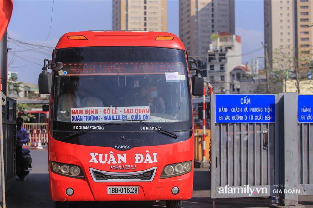 Cảnh tượng hiếm gặp ở Hà Nội: Bến xe vắng tanh ngày cuối năm, nhà xe ngán ngẩm chuyến đông nhất chỉ được 12 khách-19
