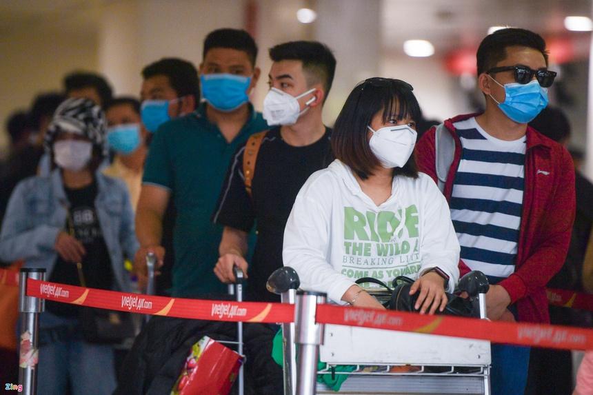 Thứ trưởng Bộ Y tế: Không phong tỏa sân bay Tân Sơn Nhất-1