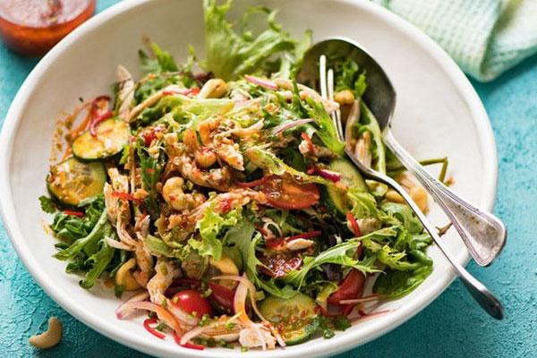 Salad ức gà kiểu Thái chống ngấy ngày Tết-1