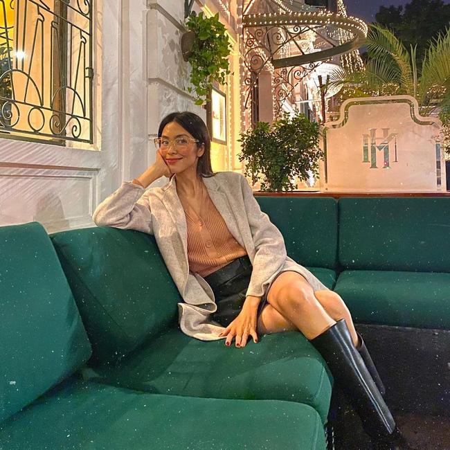 Học 11 cách diện chân váy ngắn của mỹ nhân Việt để Tết này thật trẻ xinh, vóc dáng luôn được hack cao hơn cả chục phân-5