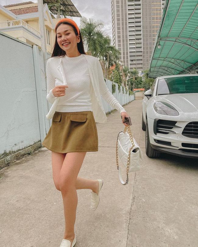 Học 11 cách diện chân váy ngắn của mỹ nhân Việt để Tết này thật trẻ xinh, vóc dáng luôn được hack cao hơn cả chục phân-1