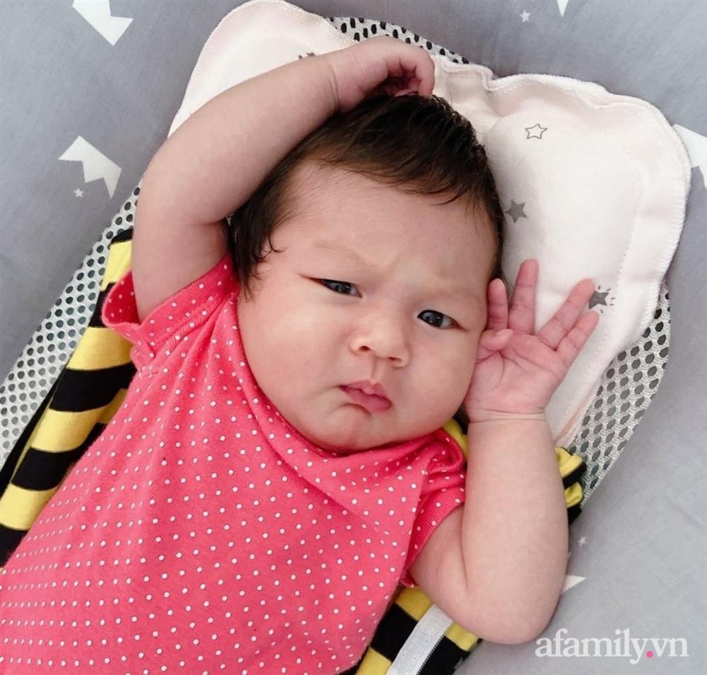"""Chồng suốt ngày khiến vợ ngứa mắt"""" khi mang bầu, con vừa ra đời đã có điệu lườm nguýt y chang mẹ, các bố xem mà rút kinh nghiệm-5"""