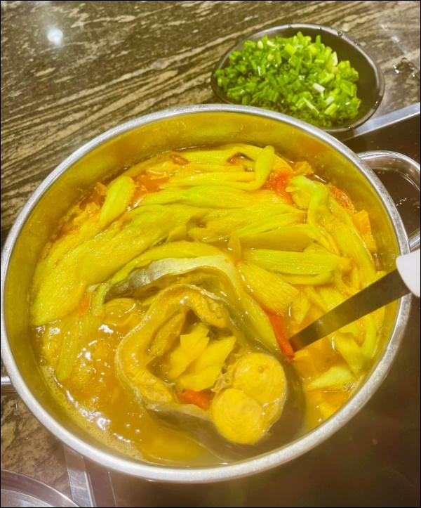 Lã Thanh Huyền hái khế vườn nhà nấu canh cá chua ngon xuất sắc, trước khi bắt đầu chuỗi ngày ăn ngập thịt hãy chiêu đãi gia đình món ăn này-4
