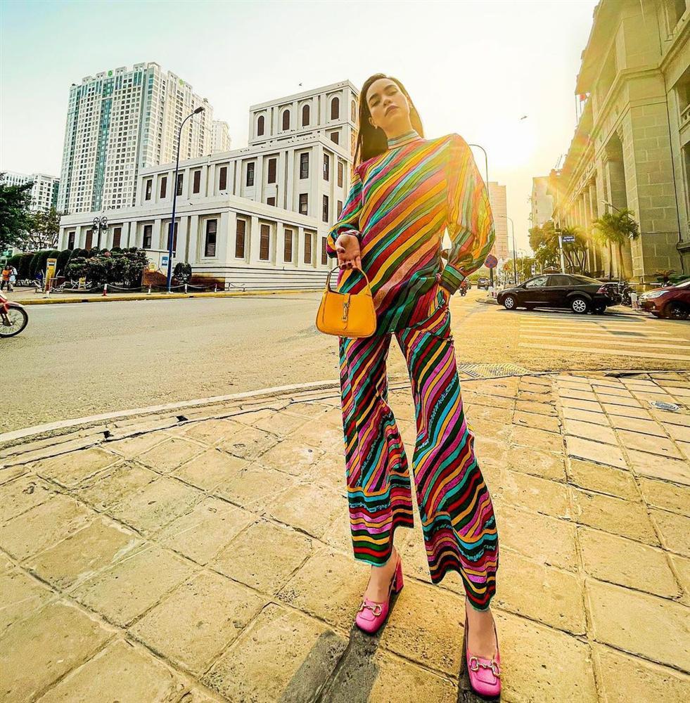 Hà Hồ vừa comeback đã diện cả loạt váy áo ít ai dám mặc, netizen mê mẩn vì thần thái và body đỉnh cao-2