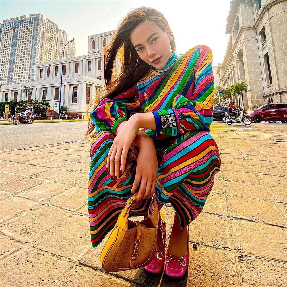 Hà Hồ vừa comeback đã diện cả loạt váy áo ít ai dám mặc, netizen mê mẩn vì thần thái và body đỉnh cao-3