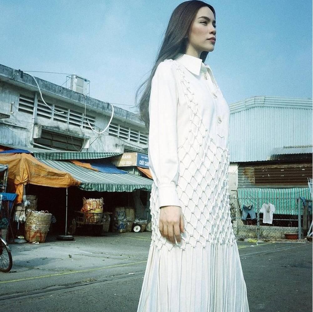 Hà Hồ vừa comeback đã diện cả loạt váy áo ít ai dám mặc, netizen mê mẩn vì thần thái và body đỉnh cao-7