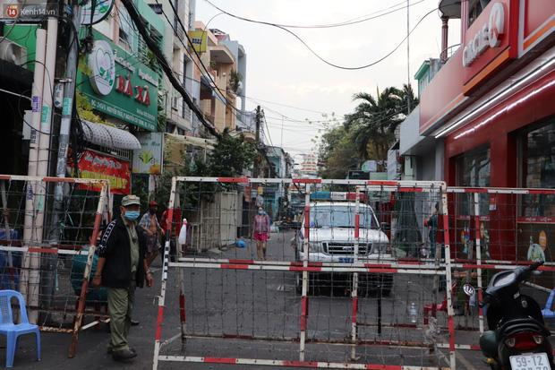 Phong tỏa khu Mả Lạng quận 1 vì ca mắc Covid-19 mới là nhân viên bốc xếp hàng hóa tại sân bay Tân Sơn Nhất-1