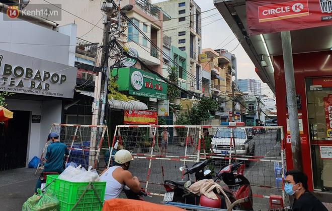 Phong tỏa khu Mả Lạng quận 1 vì ca mắc Covid-19 mới là nhân viên bốc xếp hàng hóa tại sân bay Tân Sơn Nhất-12