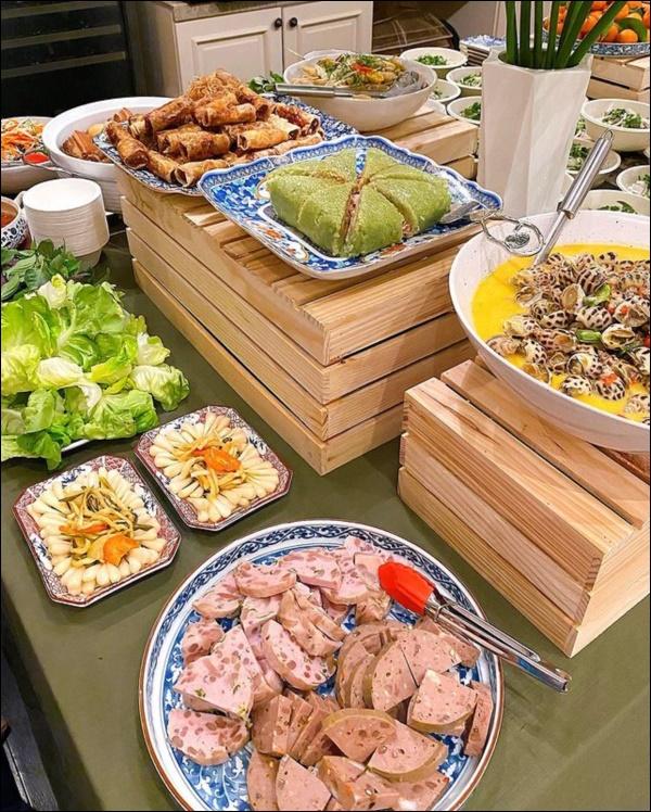 Tăng Thanh Hà khoe bàn tiệc Tết thịnh soạn của giới nhà giàu: Món ngon truyền thống, bày trí đẹp mắt như nhà hàng hạng sang-2
