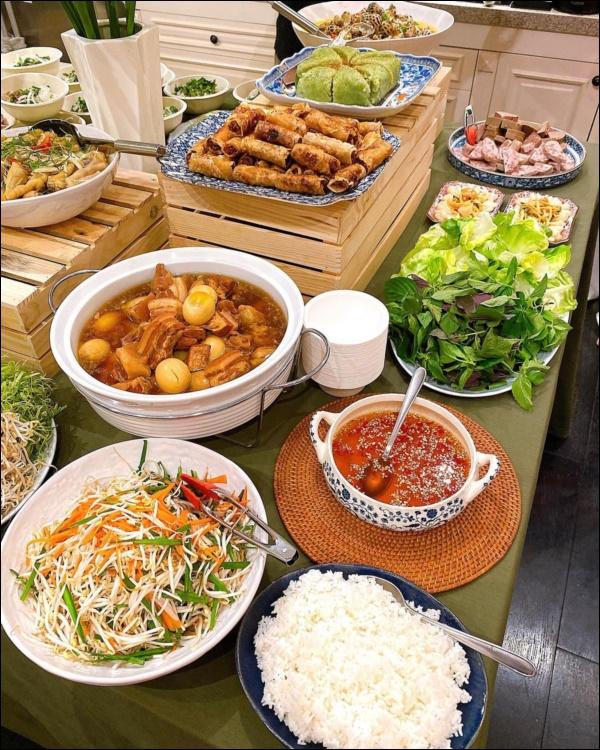 Tăng Thanh Hà khoe bàn tiệc Tết thịnh soạn của giới nhà giàu: Món ngon truyền thống, bày trí đẹp mắt như nhà hàng hạng sang-4