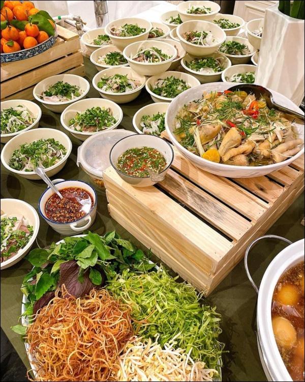 Tăng Thanh Hà khoe bàn tiệc Tết thịnh soạn của giới nhà giàu: Món ngon truyền thống, bày trí đẹp mắt như nhà hàng hạng sang-5