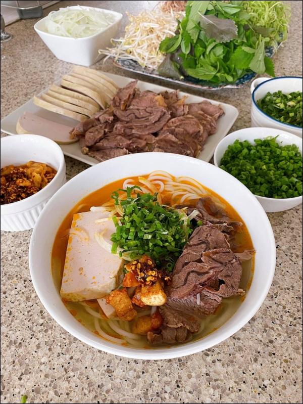 Tăng Thanh Hà khoe bàn tiệc Tết thịnh soạn của giới nhà giàu: Món ngon truyền thống, bày trí đẹp mắt như nhà hàng hạng sang-6