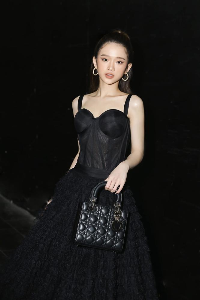 19 tuổi, Linh Ka chi 200 triệu đồng/1 tháng sắm hàng hiệu-1