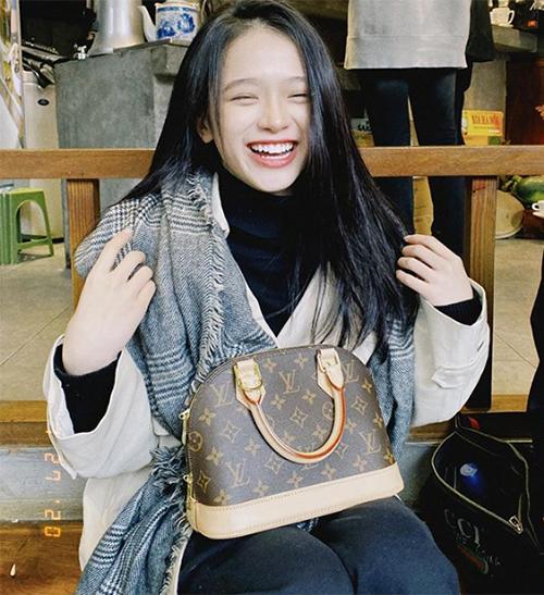 19 tuổi, Linh Ka chi 200 triệu đồng/1 tháng sắm hàng hiệu-7