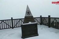 Video: Mưa tuyết rơi trắng xóa đỉnh Fansipan ngày cuối năm