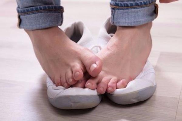 7 mẹo nhỏ loại bỏ mùi hôi chân nhanh chóng, đơn giản nhưng hiệu quả ngoài sức tưởng tượng-1