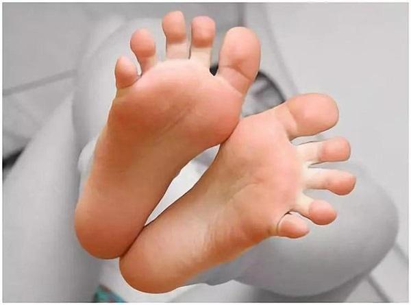 7 mẹo nhỏ loại bỏ mùi hôi chân nhanh chóng, đơn giản nhưng hiệu quả ngoài sức tưởng tượng-2