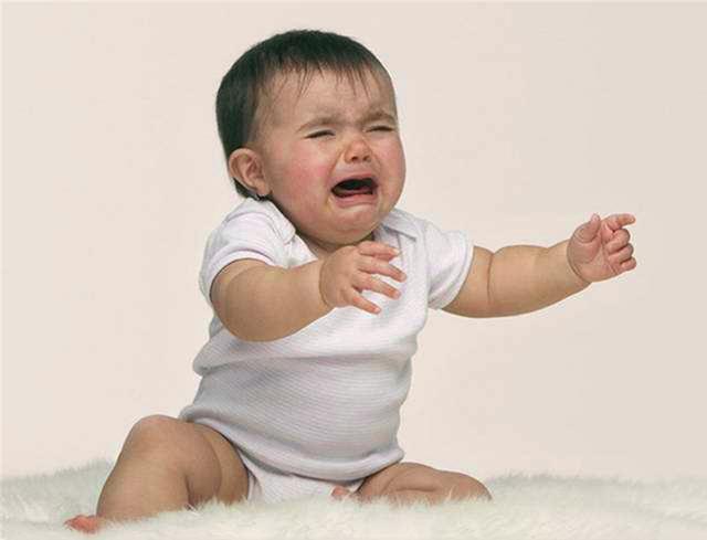 Đứa trẻ bị mẹ quát mắng, khóc thét mà vẫn vươn tay van xin mẹ ôm? Lý do đằng sau khiến ai cũng chạnh lòng-3