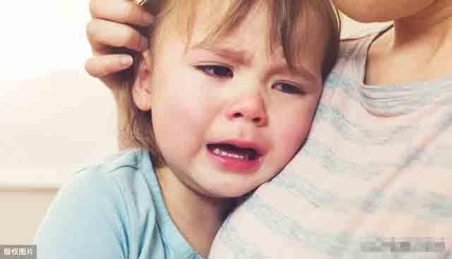 Đứa trẻ bị mẹ quát mắng, khóc thét mà vẫn vươn tay van xin mẹ ôm? Lý do đằng sau khiến ai cũng chạnh lòng-5
