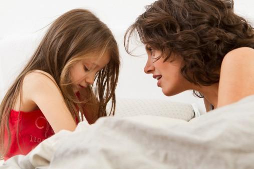 Đứa trẻ bị mẹ quát mắng, khóc thét mà vẫn vươn tay van xin mẹ ôm? Lý do đằng sau khiến ai cũng chạnh lòng-8