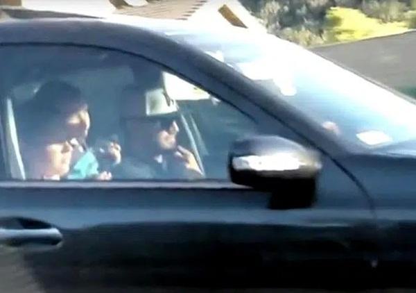 Người phụ nữ thấy 2 mẹ con thai phụ ăn xin đáng thương bước lên chiếc xe và diễn biến tiếp theo khiến bà muốn gọi cảnh sát ngay-5