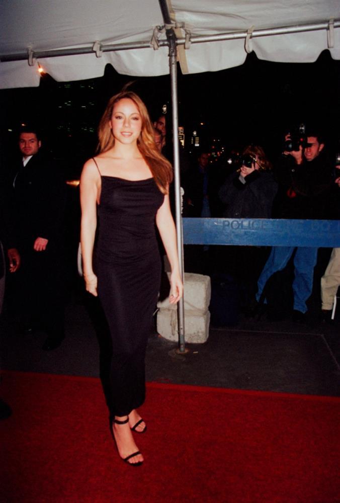 Các sao Hollywood đã mặc gì trong lần đầu tiên dự thảm đỏ-10