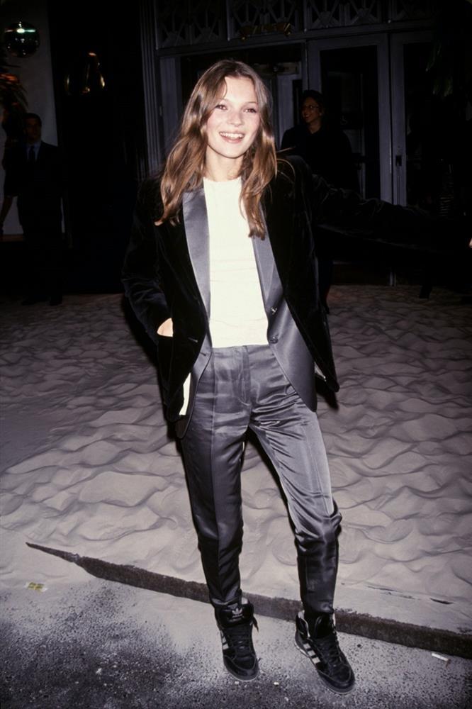 Các sao Hollywood đã mặc gì trong lần đầu tiên dự thảm đỏ-19