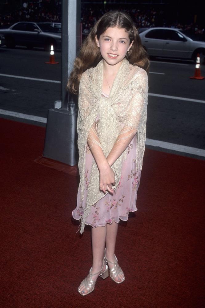 Các sao Hollywood đã mặc gì trong lần đầu tiên dự thảm đỏ-22