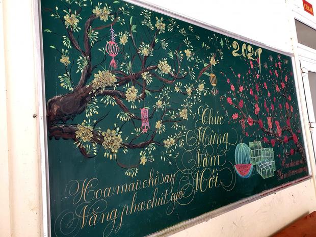 Chỉ sau 3 tiếng đồng hồ, cô giáo hô biến bảng xanh phấn trắng thành bức hoạ chúc mừng năm mới tuyệt đẹp-2