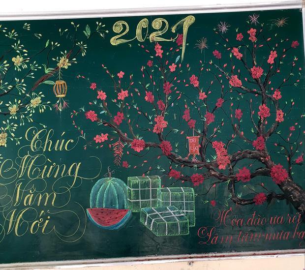 Chỉ sau 3 tiếng đồng hồ, cô giáo hô biến bảng xanh phấn trắng thành bức hoạ chúc mừng năm mới tuyệt đẹp-4