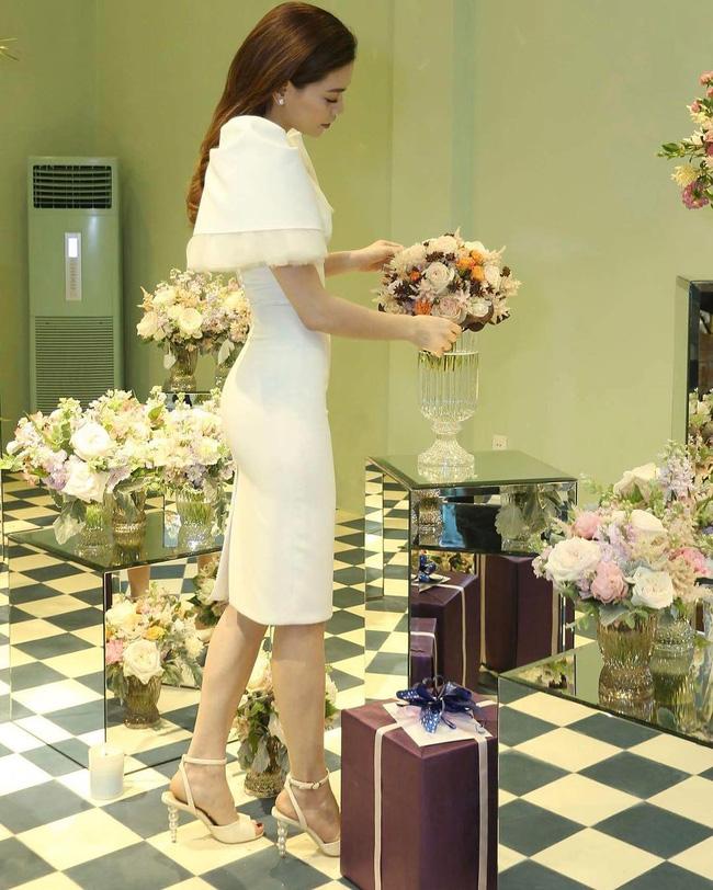 Style biến hóa khôn lường nhưng Hà Hồ bao năm cứ trung thành với một kiểu giày cao gót kéo chân vi diệu-3