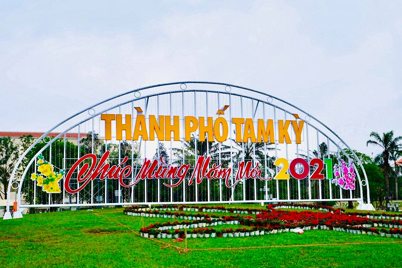 Tạo hình hoa Tết 2021 ở Quảng Nam bị chế giễu nhạy cảm đã được chỉnh sửa-2