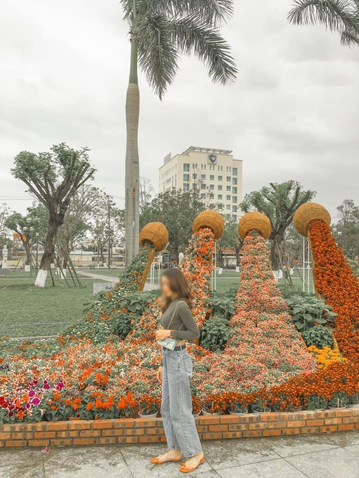 Tạo hình hoa Tết 2021 ở Quảng Nam bị chế giễu nhạy cảm đã được chỉnh sửa-4