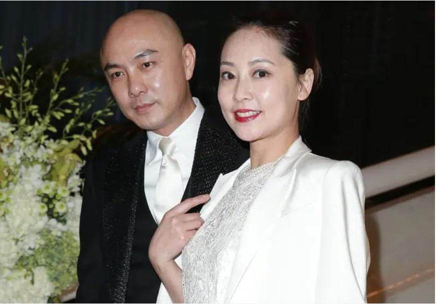 Vi Tiểu Bảo Trương Vệ Kiện ly thân cùng vợ sau hơn 20 năm bên nhau không một mụn con?-3