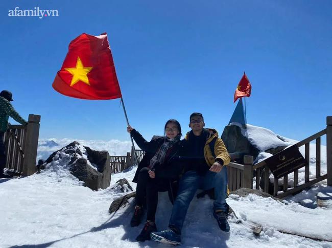 Du khách thích thú đổ xô lên đỉnh Fansipan đi bộ trên tuyết dưới ánh mặt trời ngày 29 Tết-5