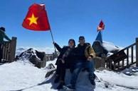 Du khách thích thú đổ xô lên đỉnh Fansipan đi bộ trên tuyết dưới ánh mặt trời ngày 29 Tết