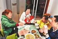 Con gái 5 tuổi hỏi 'Bà nội ơi, sao bà hay đến nhà cháu ăn cơm thế?', câu trả lời kịp thời của mẹ được nhiều người khen ngợi