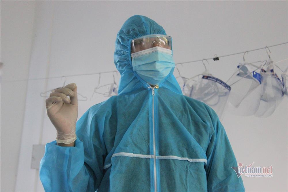 Bác sĩ kể kỳ tích cứu em bé ngừng tim, ngừng thở trong khu cách ly-1