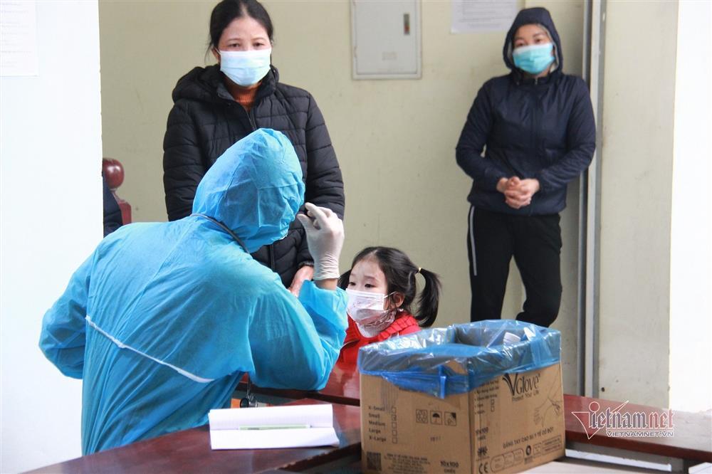 Bác sĩ kể kỳ tích cứu em bé ngừng tim, ngừng thở trong khu cách ly-2