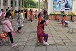Niềm vui ngày mùng 3 Tết: Toàn bộ học sinh TH Xuân Phương còn lại hoàn thành cách ly, được nhận lì xì trước khi về nhà trong vòng tay cha mẹ-17