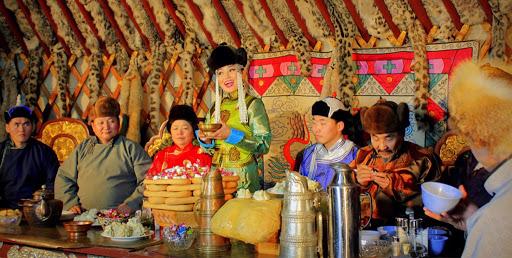 Phong tục đầu năm thú vị ở các nước đón Tết âm lịch giống Việt Nam: Nơi tắm nước nóng để tẩy trần, nơi ăn gỏi cá để cả năm dư dả tài lộc-12