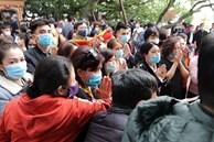 Người đến Phủ Tây Hồ cầu an đông kín, Ban quản lý di tích phải đóng cửa để chống dịch