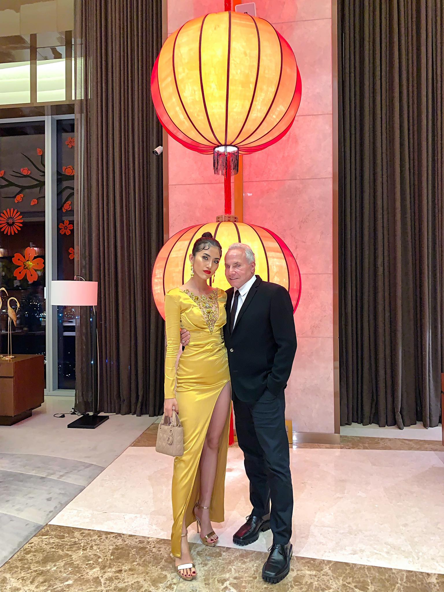 Chuyện gái Việt 26 tuổi yêu tỷ phú Mỹ 72 tuổi: Những ấn tượng khi ăn Tết tại Việt Nam và kỷ niệm đỏ mặt trong đêm Giao Thừa khiến ngài tỷ phú ám ảnh cả đời-6
